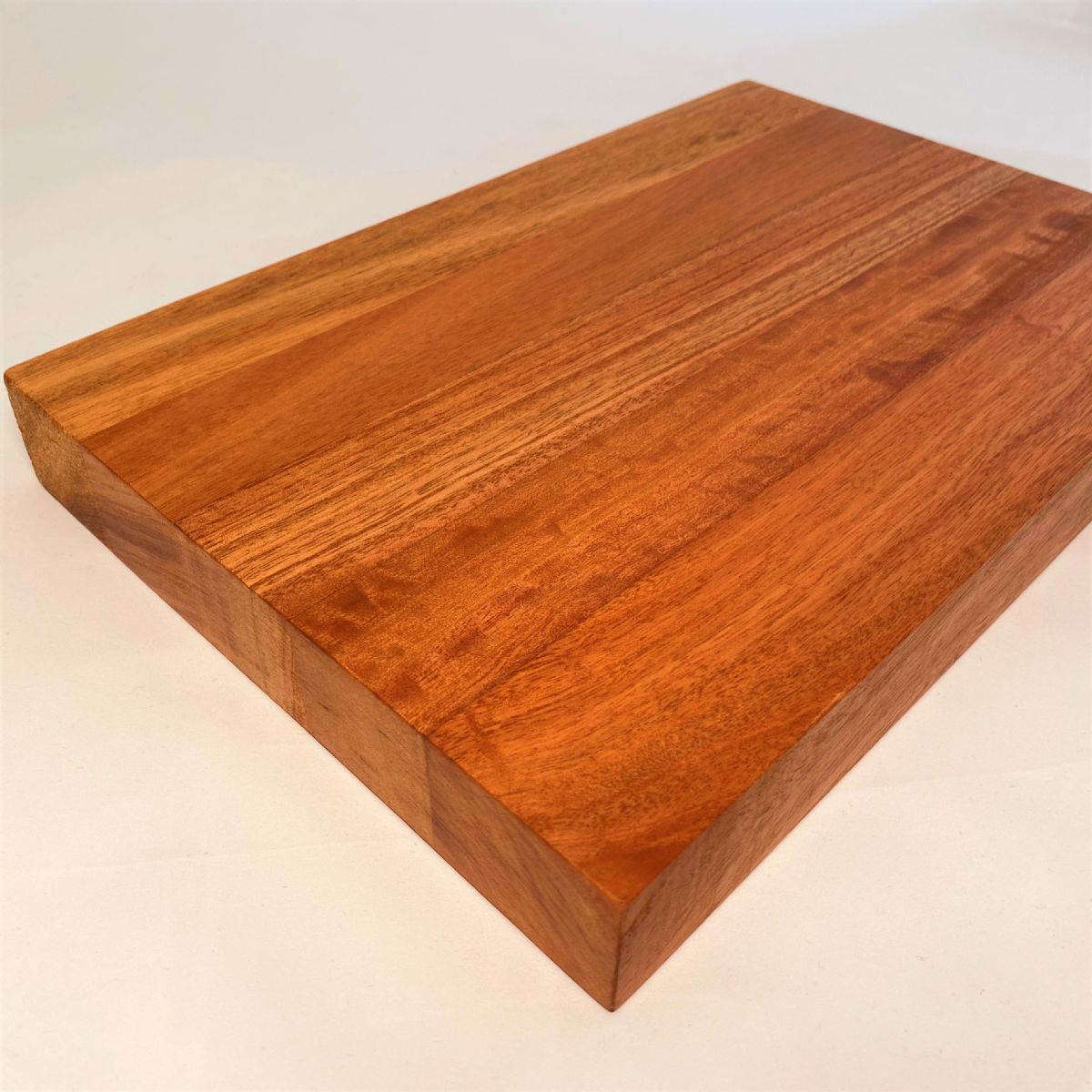 EUCALYPTUS SALIGNA CHOPPING BOARD: Medium