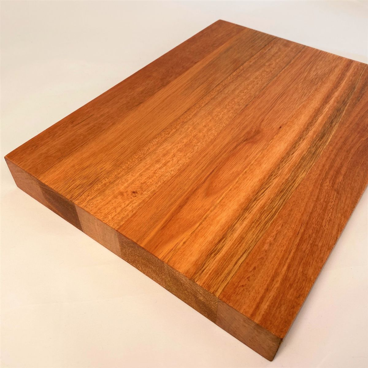 EUCALYPTUS SALIGNA CHOPPING BOARD: Wide