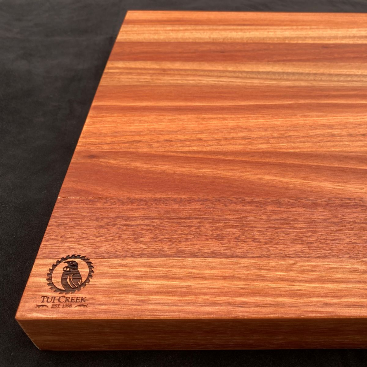 EUCALYPTUS SALIGNA CHOPPING BOARD: Large