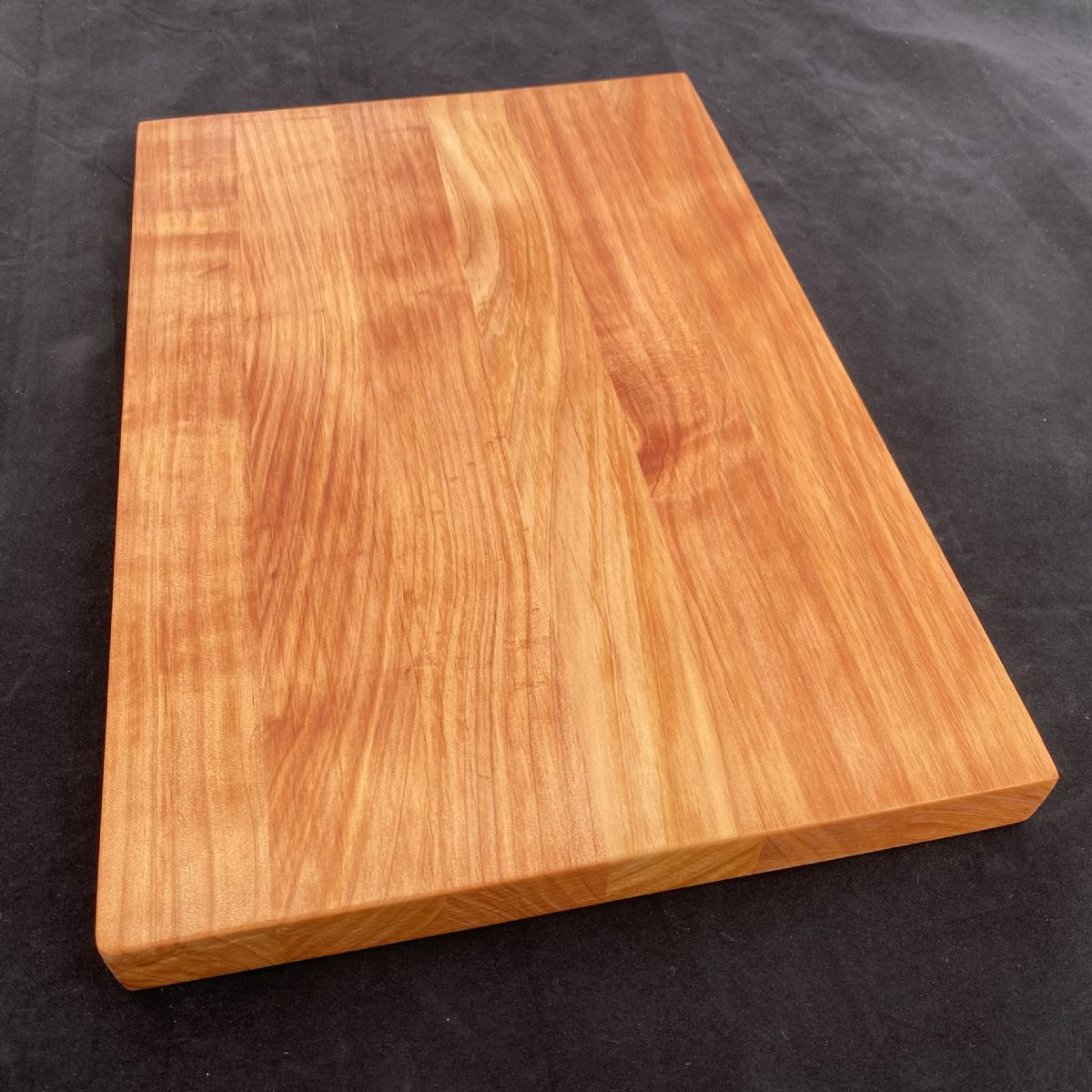 MACROCARPA BREAD BOARD: Large clear